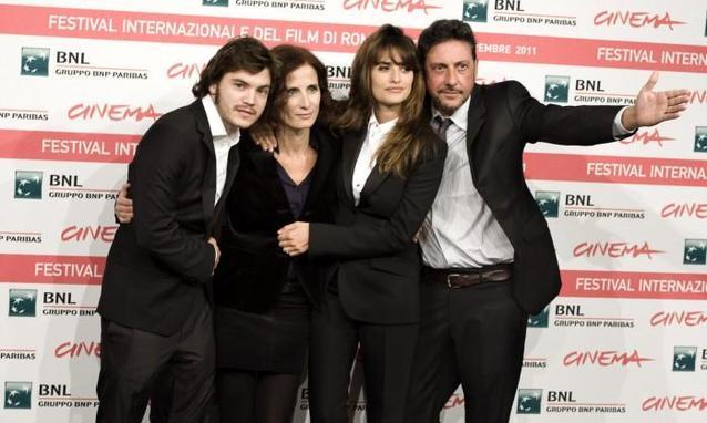 Penelope-Cruz-con-Emile-Hirsch-Sergio-Castellitto-e-Margaret-Mazza-Credits-Kika-Press_h_partb